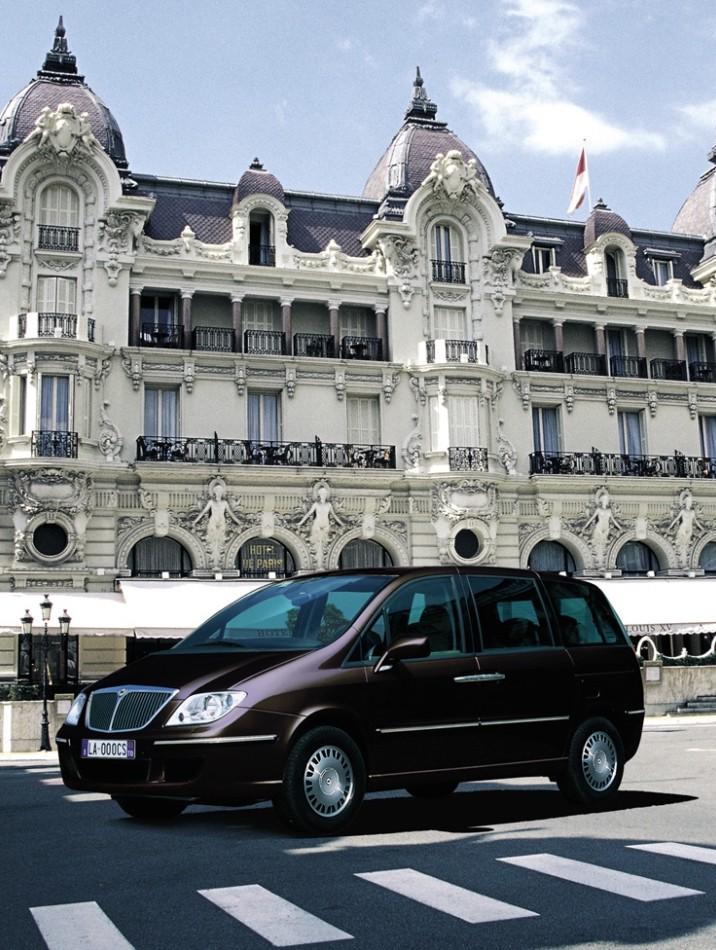https://cdn.drivemag.net/jato_car_photos/LANCIA%2FPHEDRA%2FMinivan%2F5%2F2002%2Fexterior-photos%2Fo%2Flancia-phedra-minivan-5-doors-2002-model-exterior-photos-1.jpg