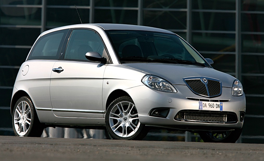 https://cdn.drivemag.net/jato_car_photos/LANCIA%2FYPSILON%2Fhatchback%2F3%2F2003%2Fexterior-photos%2Fo%2Flancia-ypsilon-hatchback-3-doors-2003-model-exterior-photos-0.jpg