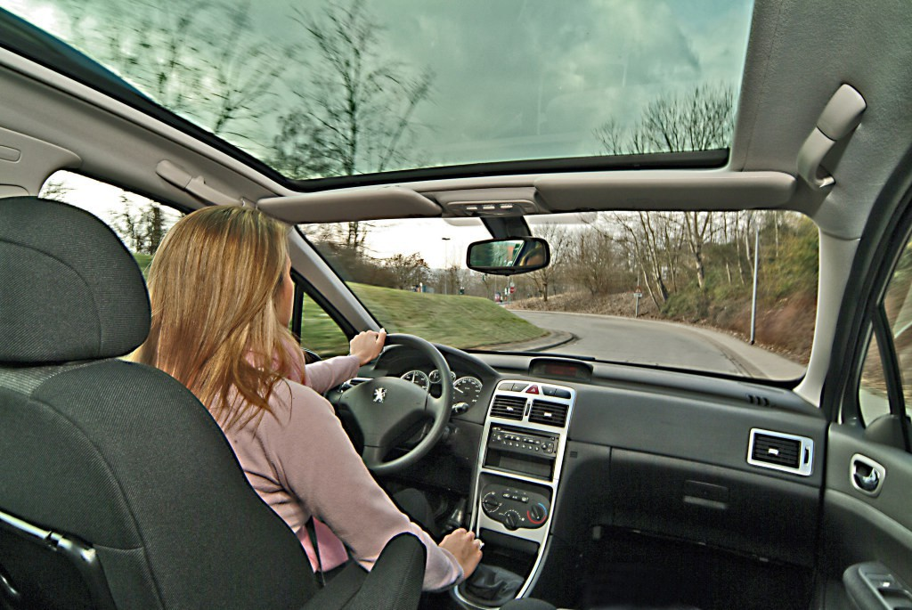 https://cdn.drivemag.net/jato_car_photos/PEUGEOT%2F307%20SW%2Fwagon%2F5%2F2002%2Finterior-photos%2Fo%2Fpeugeot-307-sw-wagon-5-doors-2002-model-interior-photos-0.jpg