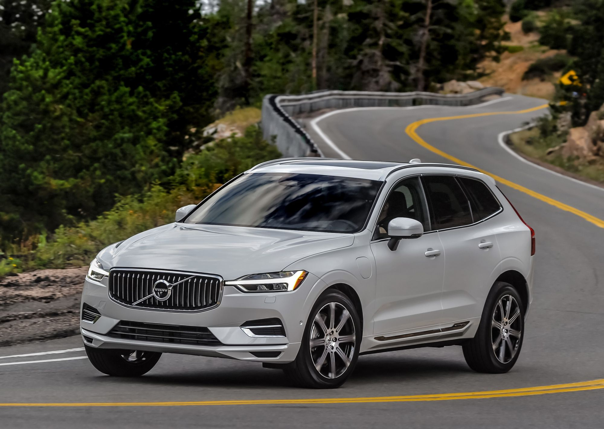 motion drive news first volvo en review trend front motor canada view suv in
