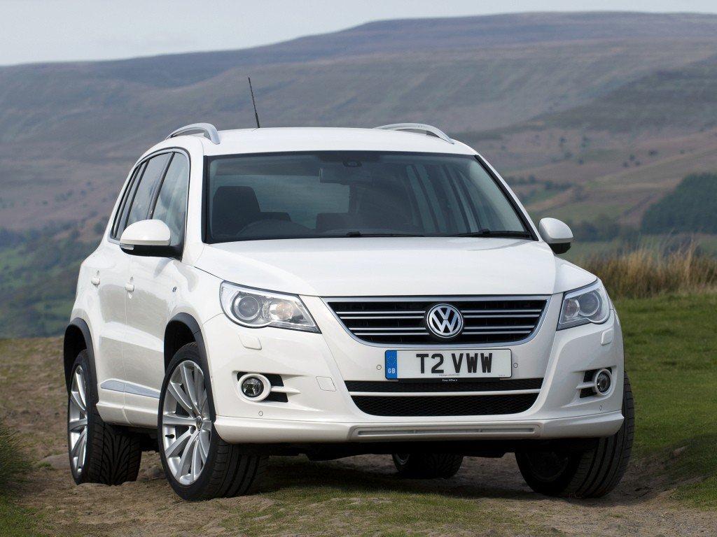 volkswagen tiguan 5n review problems specs rh drivemag com 2011 Volkswagen Tiguan Interior VW Tiguan Panoramic Sunroof