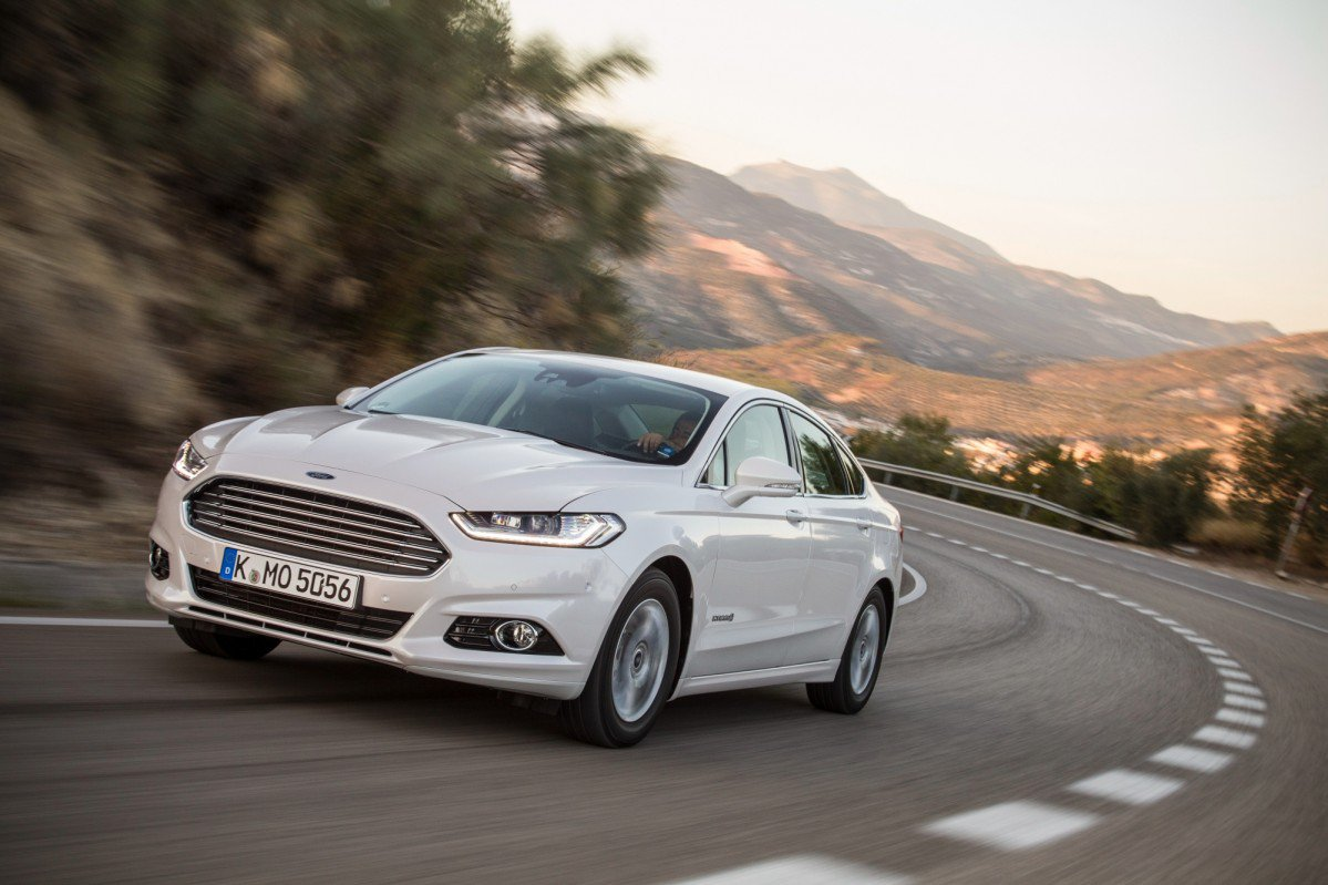 2. Ford Mondeo. Top 10 Best Family Sedans For 2016 In Europe