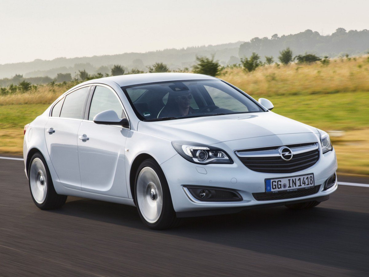 7. Opel/Vauxhall Insignia. Top 10 Best Family Sedans For 2016 In Europe
