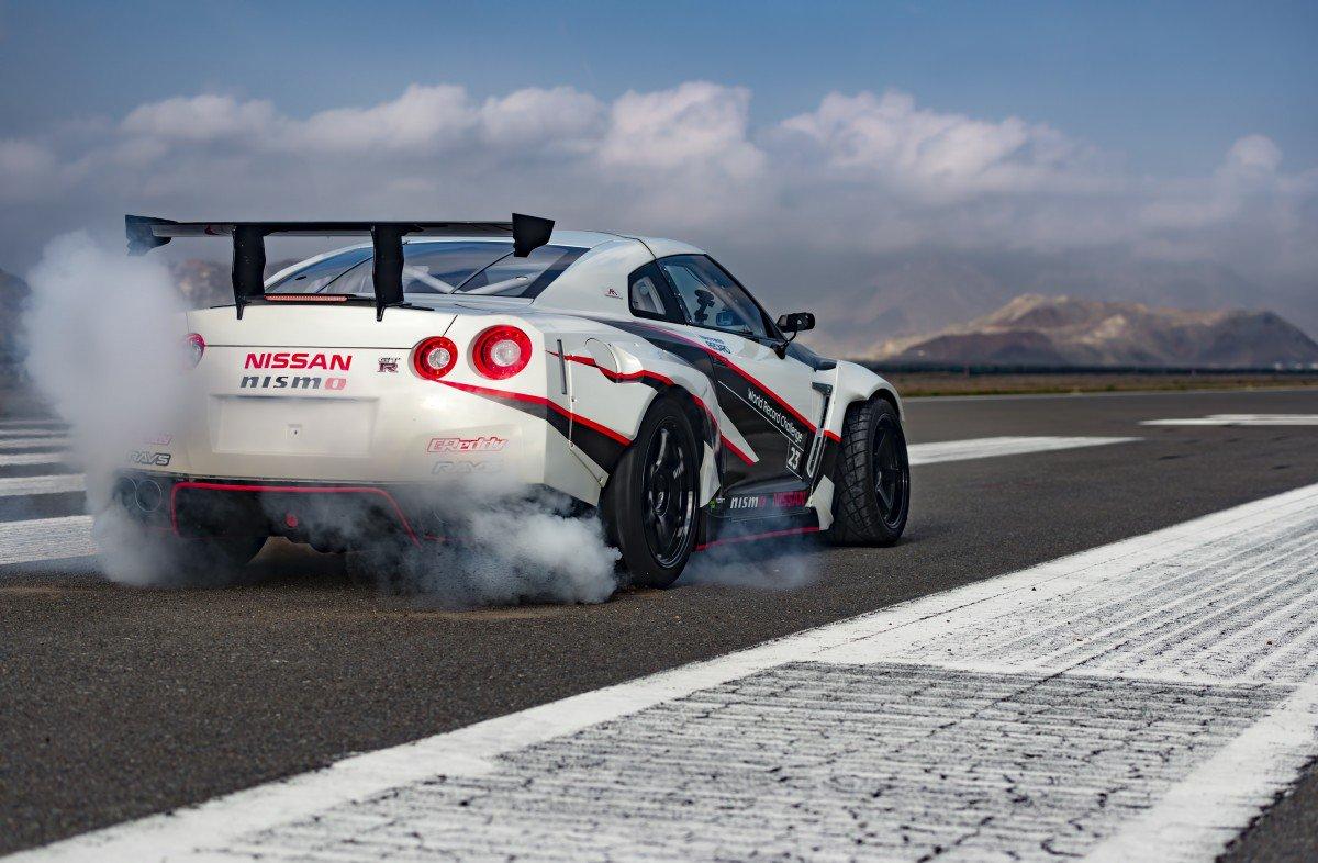 Mercedes 190 Drift >> Nissan GT-R Nismo Drifts at 189.5 MPH, Sets New Guinness World Record