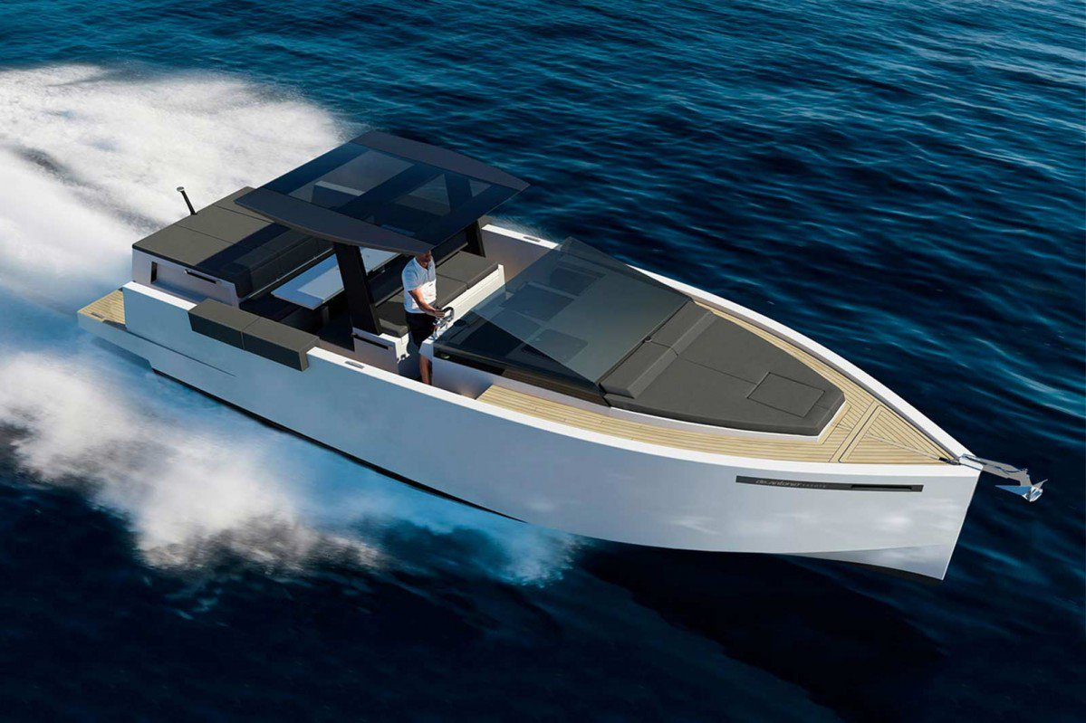 De Antonio D33 Yacht is an angular small cruiser perfect for weekend...