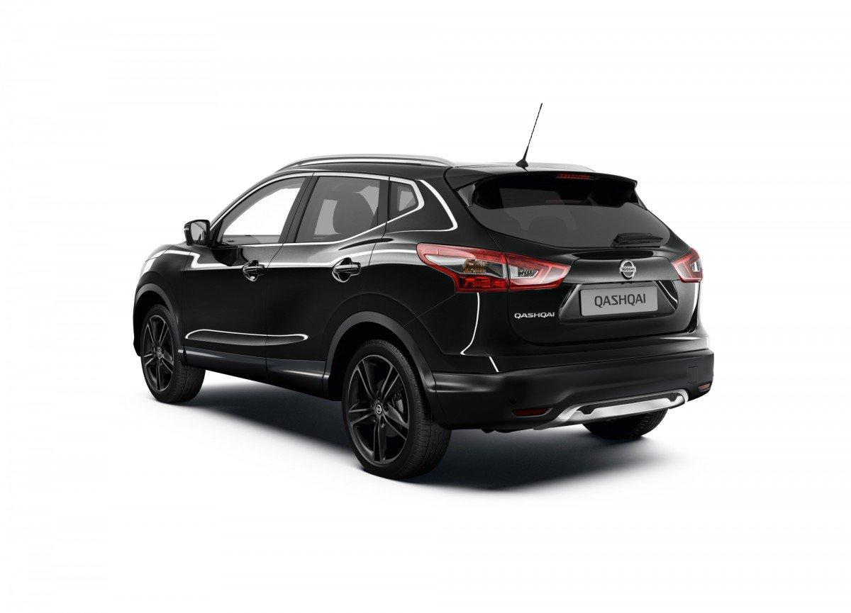 Nissan qashqai black edition sv is an invite to the dark side for Qashqai 2016 interieur