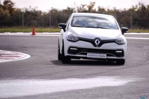Renault Clio RS 220 EDC Trophy Test Drive. Le coeur bat plus vite