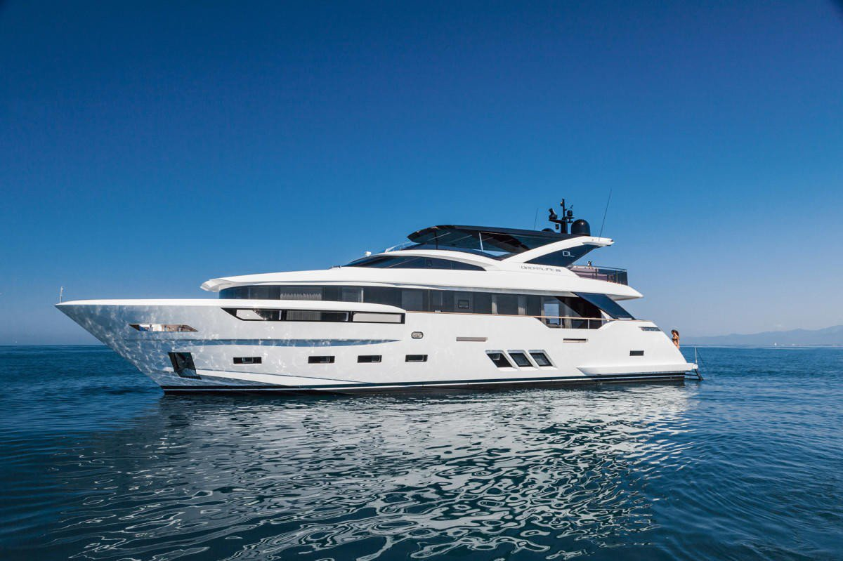 Dl Yachts Launches Akira The Fourth Example Of Dreamline 26 Seri Navy M