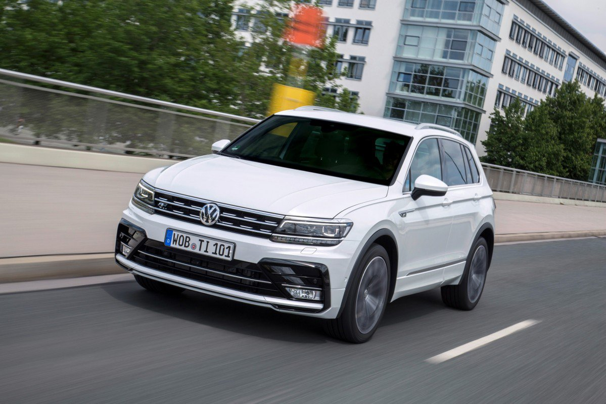 vw adds muscle to tiguan lineup with 240 ps diesel 220 ps. Black Bedroom Furniture Sets. Home Design Ideas