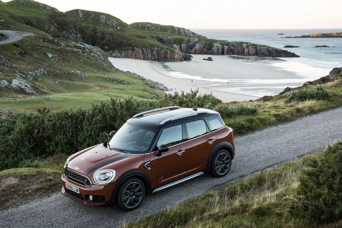 2017 mini countryman can effortlessly swap the mini for maxi. Black Bedroom Furniture Sets. Home Design Ideas