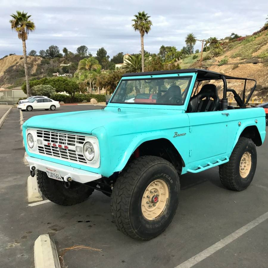 1970 ford bronco casually sitting on military grade hummer. Black Bedroom Furniture Sets. Home Design Ideas