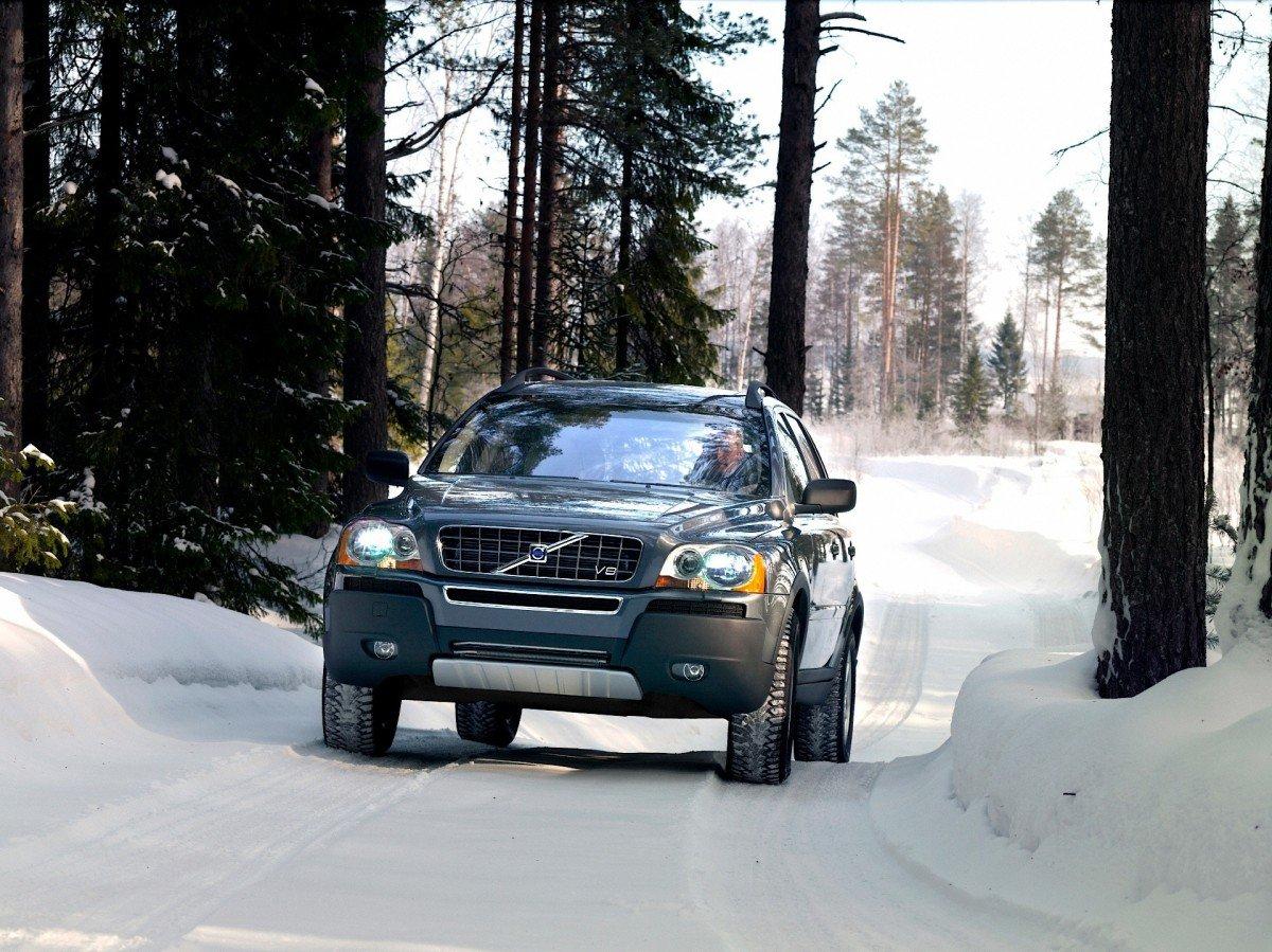 Внедорожник Volvo XC90 белая бесплатно
