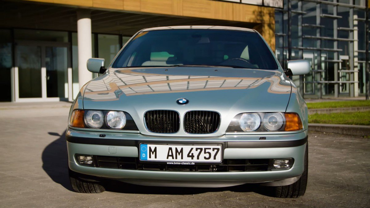 video the bmw 5 series e39 1995 2004 through the years. Black Bedroom Furniture Sets. Home Design Ideas