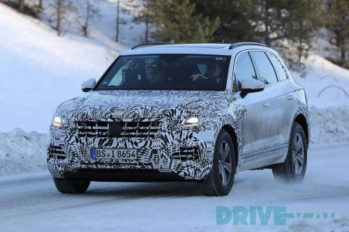 VW Touareg 2018, the First Spy Shots in the Snow