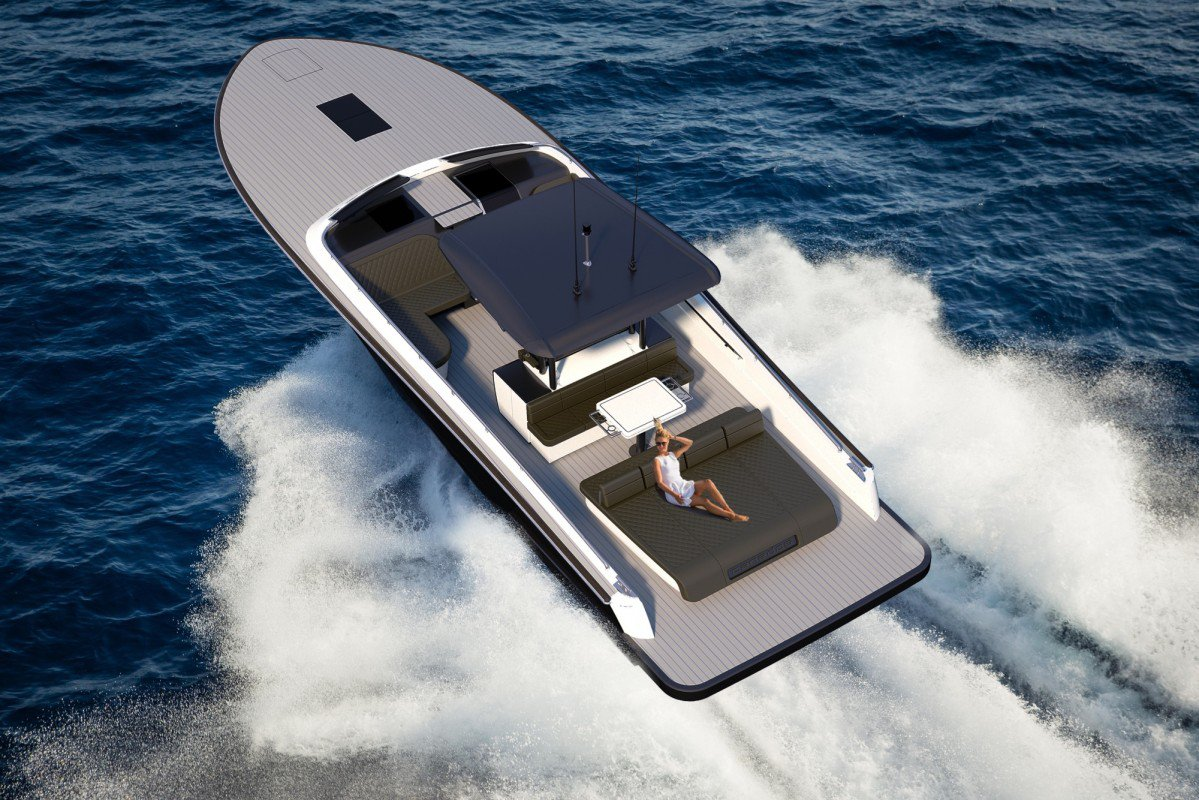 Canados 428 Gladiator Is The Smallest Yacht Produced By Italian Yard