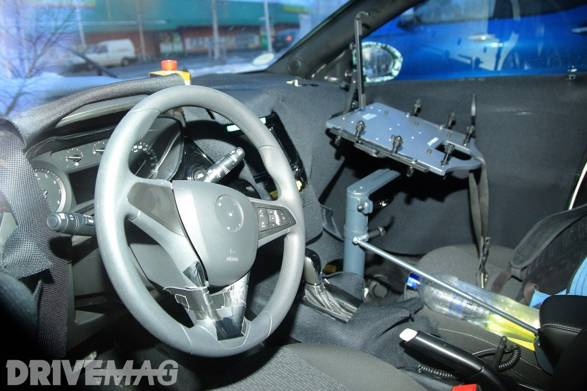 2018 opel vauxhall corsa f spied inside for the first time for Interieur nouvelle polo