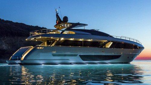 Ferretti Group delivers the first Riva 100 Corsaro superyacht