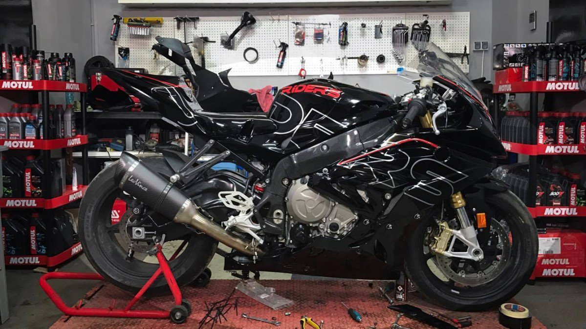 2017 BMW S1000RR Long Term Test Fairings Install Frame Protections Dash