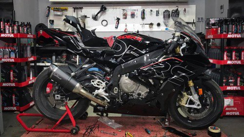2017 BMW S1000RR Long-Term Test : Fairings Install + Frame Protections & Dash Frame