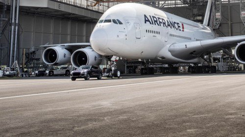 Porsche pulls an Airbus aircraft, grabbing a world record in the process