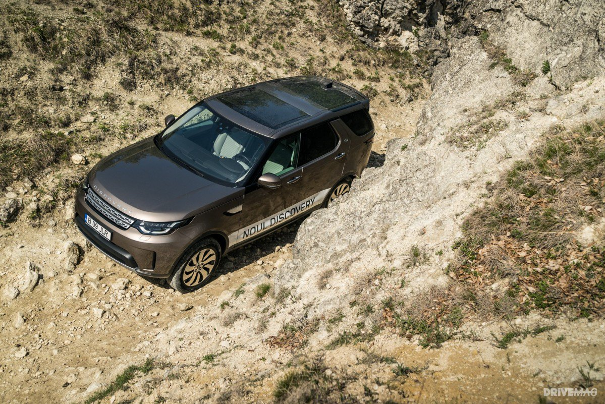 https://cdn.drivemag.net/media/default/0001/44/2017-Land-Rover-Discovery-SD4-HSE-Luxury-1-2245-default-large.jpeg