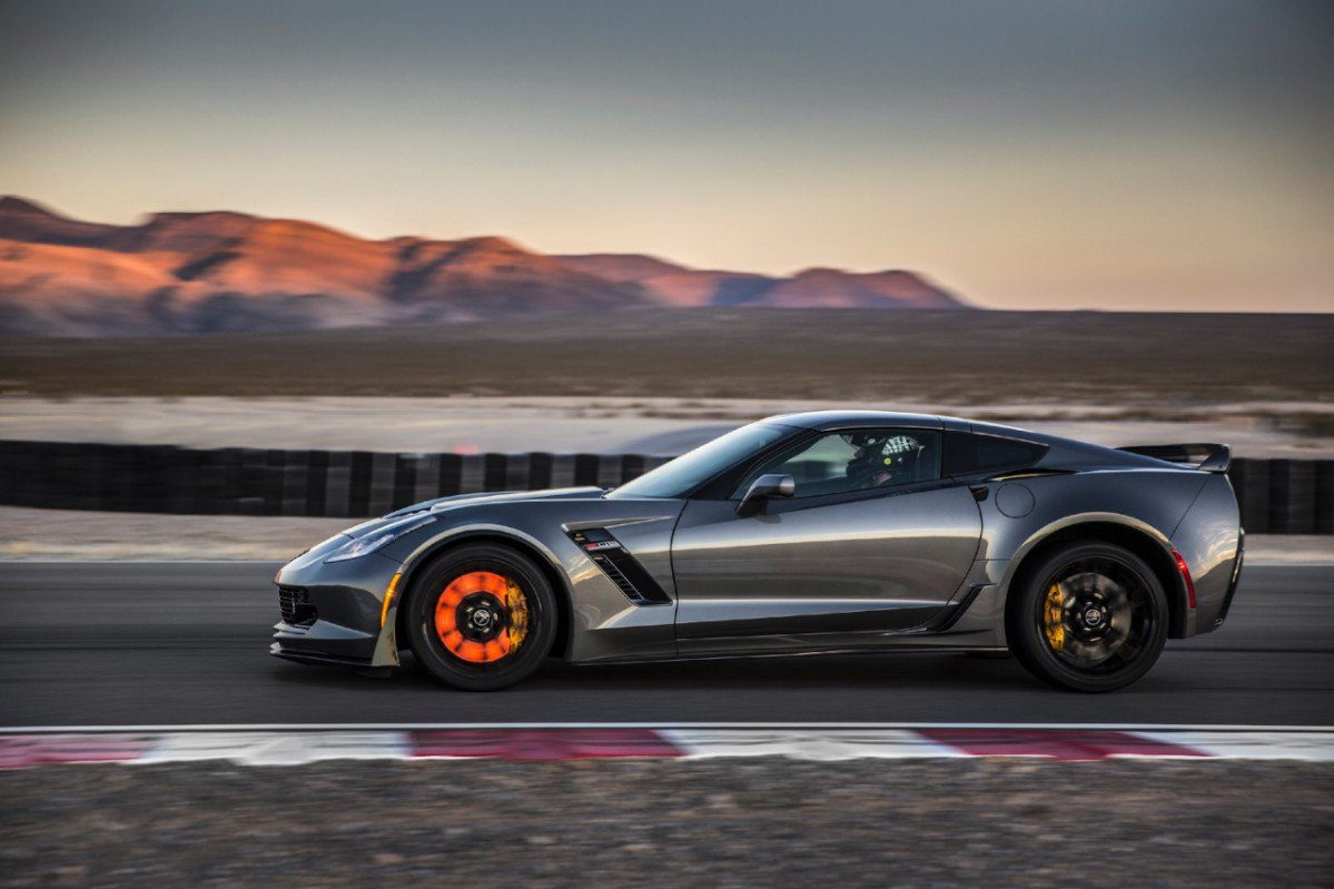 Chevrolet Corvette Z06 owners sue GM, the Vette apparently overheats...