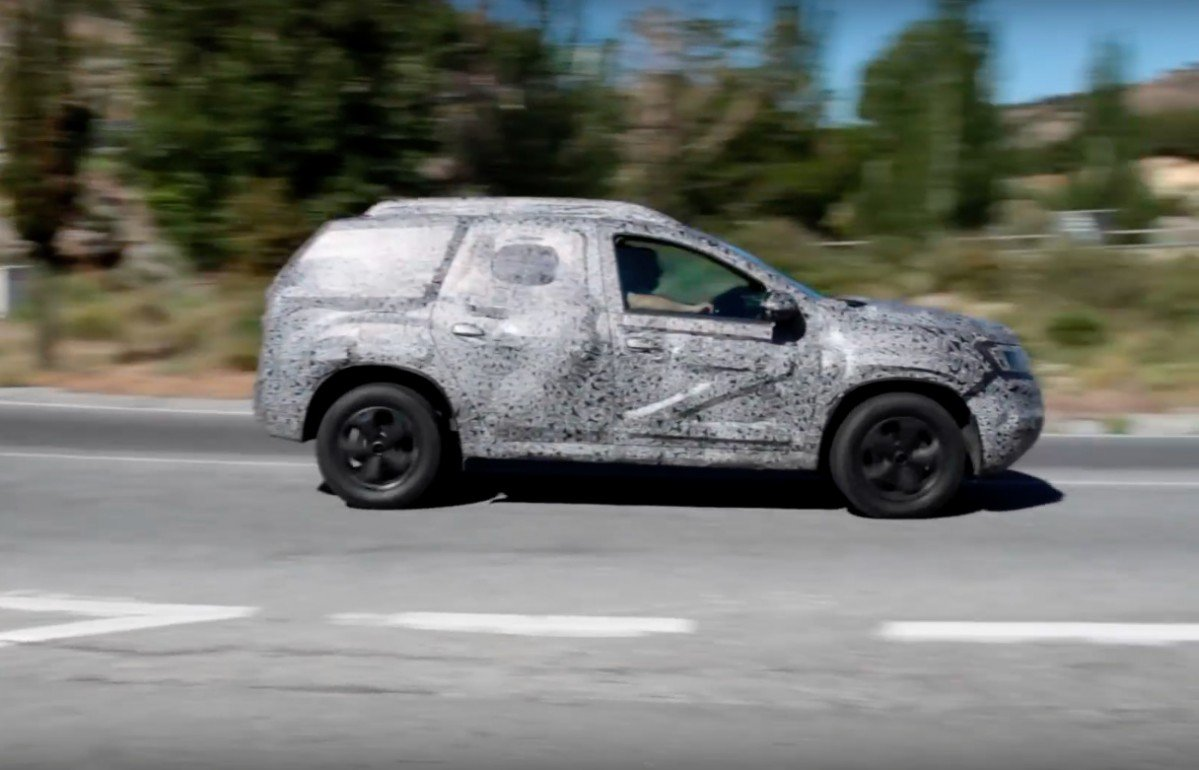 2018 dacia duster looks agile in first spy video. Black Bedroom Furniture Sets. Home Design Ideas