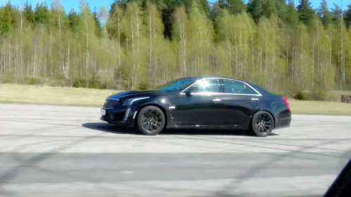 Cadillac CTS-V makes use of all 640 horsepower in drag race against BMW M3