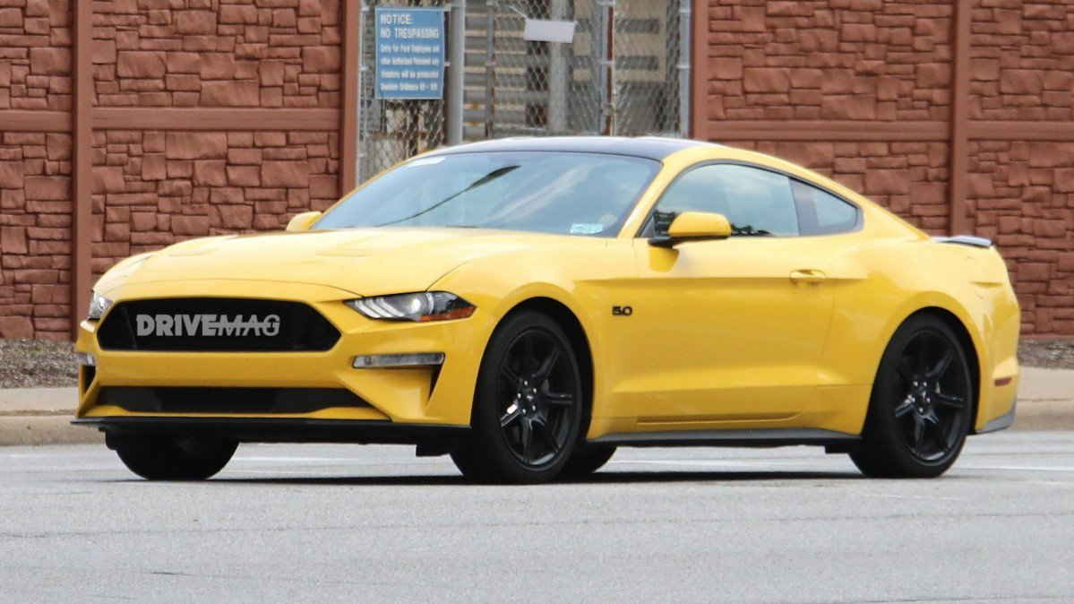 2018 Mustang Black Accent Package >> 2018 Ford Mustang GT spied flashing Black Accent Package