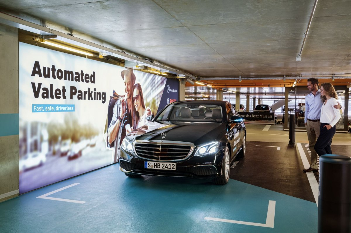 Driverless parking is now a reality courtesy of daimler for Mercedes benz parking