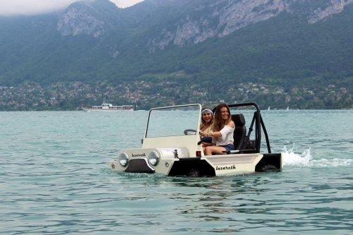 Lazareth builds an amphibious Mini Moke