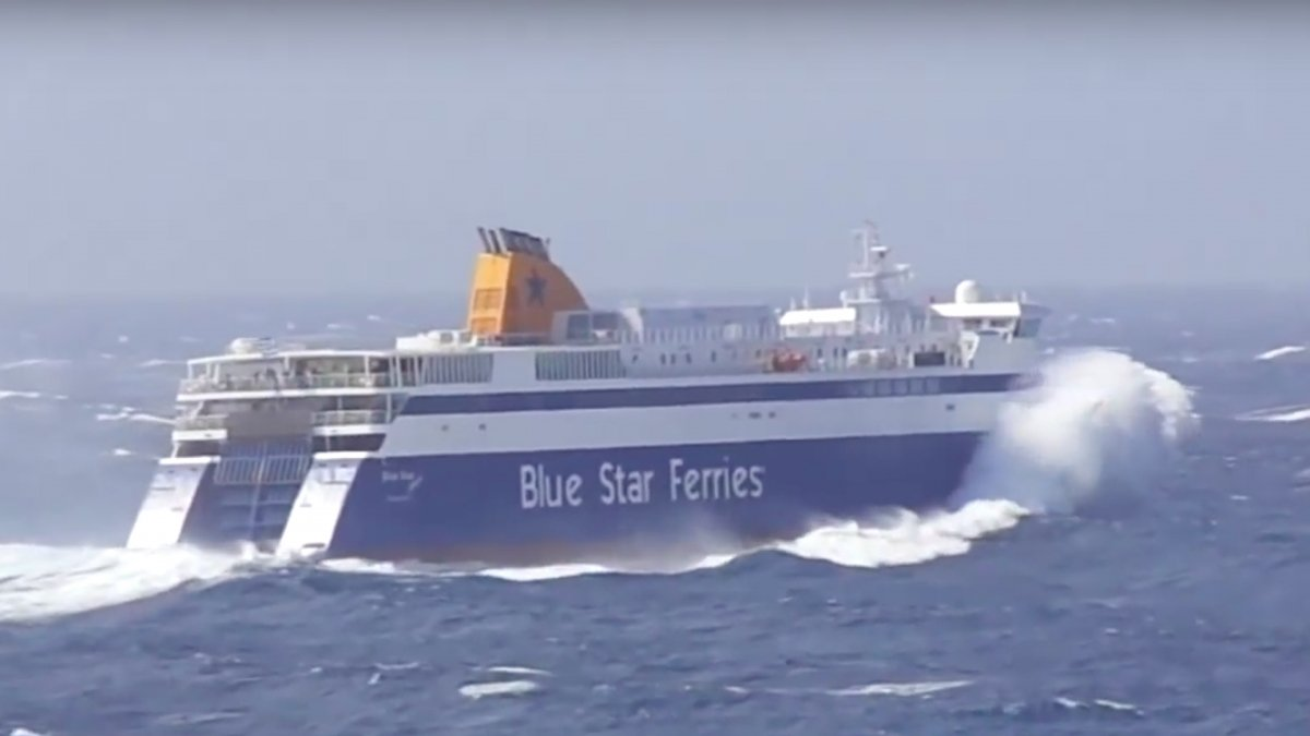 Video: Watch some extreme ferry boardings in Greece
