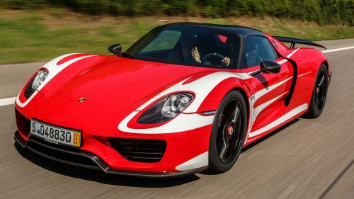 19 Porsche 918 Spyders storming the Alps will leave you breathless