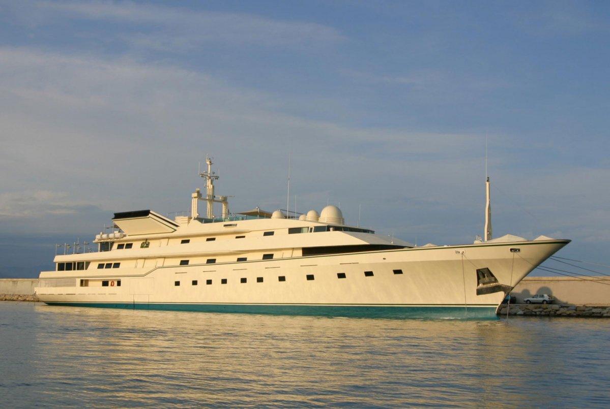 The Story Of Donald Trump 39 S Superyacht The Trump Princess