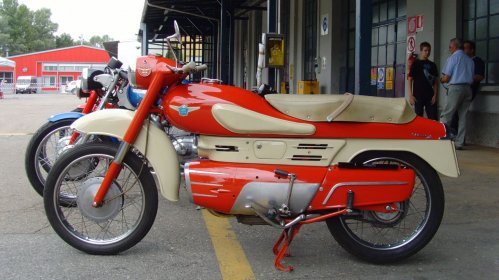 5 Not-So-Ordinary-Motorcycles: Aermacchi Chimera 175