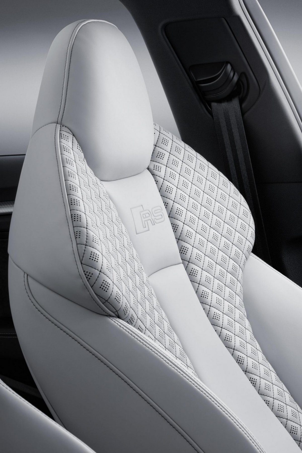 Audi rs3 vs mercedes amg a45 a comparison review for Audi rs3 scheda tecnica