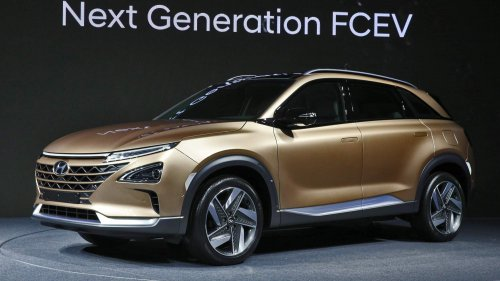 Hyundai previews its next-generation fuel cell SUV ahead of early 2018 debut