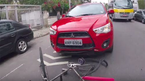 Red Mitsubishi driver tries to run over cyclist in Brazil