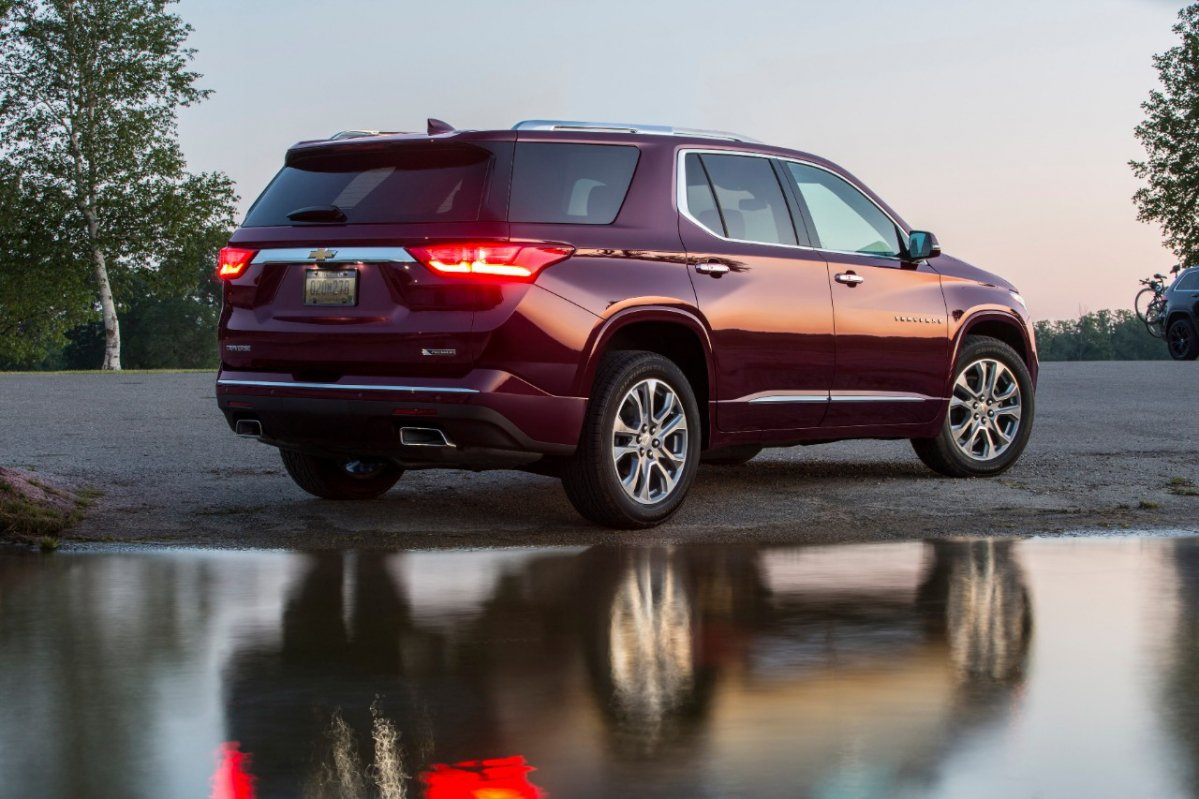 consumer reports takes the 2018 chevrolet traverse suv for a spin. Black Bedroom Furniture Sets. Home Design Ideas