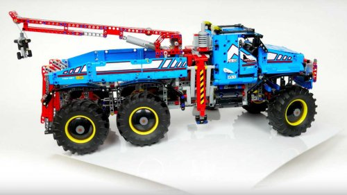 Lego's latest Technic 42070 set gets you a badass 6x6 all-terrain tow truck