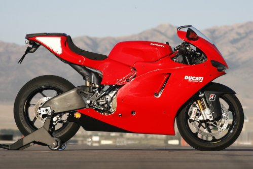 DUCATI DESMOSEDICI RR: Racer With Lights