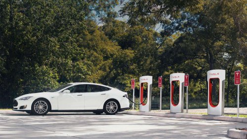 Tesla extends the range of its vehicles to help people escape Irma