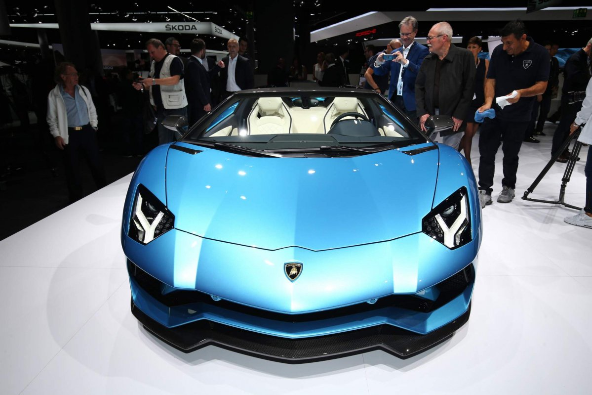 2018 lamborghini superveloce. delighful 2018 2018 lamborghini aventador s roadster drops its top before frankfurt  debut intended lamborghini superveloce
