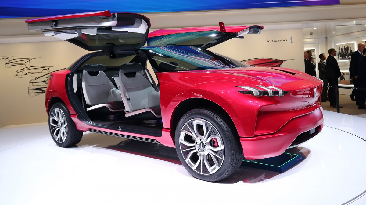 & Chinau0027s Wey XEV is a PHEV crossover with full-length gullwing doors