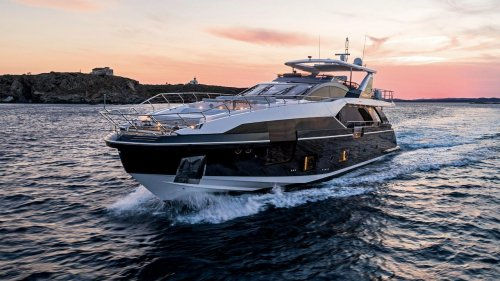 Azimut Grande 27 has made its debut appearance