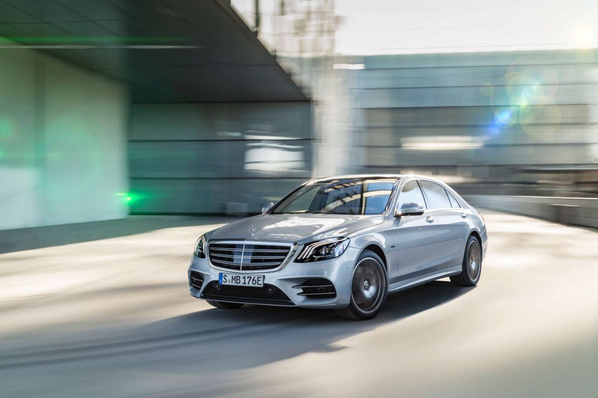 Mercedes benz s 560 e phev joins the eq power club at iaa 2017 for 2017 mercedes benz s550 plug in hybrid