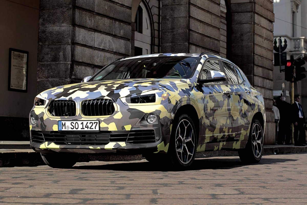 2018 bmw x2 parades new camouflage on the streets of milan. Black Bedroom Furniture Sets. Home Design Ideas