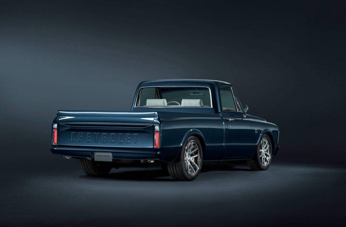 Chevrolet builds 1967 C/10 custom pickup for SEMA