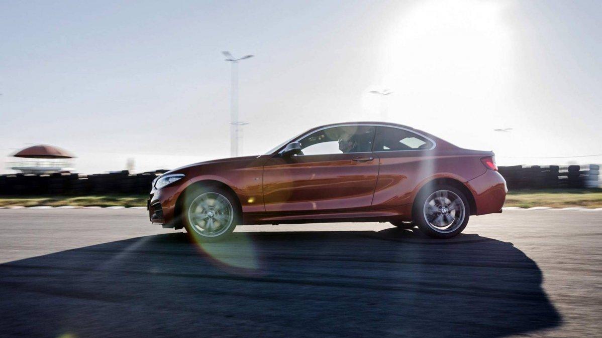 2018-BMW-M240i-xDrive-Coupe-00