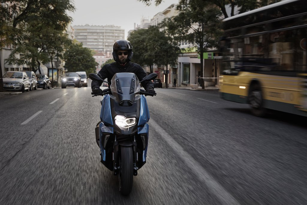 the new bmw c 400 x mid size scooter. Black Bedroom Furniture Sets. Home Design Ideas